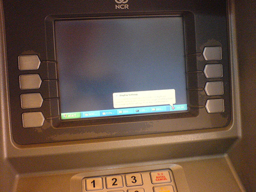 http://www.geckoandfly.com/wp-content/uploads/2006/07/atm_machinese_money_windows_xp_withdraw_virus_worm.jpg